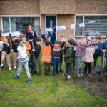 Basisschoolkinderen juichen bij de Boomfeestdag