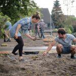 Bewoners maken samen een groendak